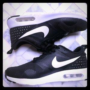 Women's Nike air Max, size 8